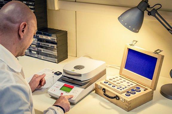 Riparazione e calibrazione Termobilancia Ohaus Geass Service Torino